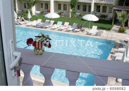 flowers against background pool Resortの写真素材 [6098082] - PIXTA