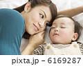 ファミリー 幼児 お母さんの写真 6169287
