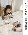 撮影 お母さん お昼寝の写真 6169459