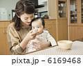 子育て お母さん 離乳食の写真 6169468
