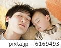 お父さん 父親 お昼寝の写真 6169493