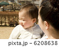幼児 抱っこ 子供の写真 6208638