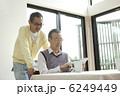 おじいちゃん タブレット ipadの写真 6249449