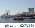 神戸港と帆船型遊覧船(背景にモザイクガーデン大観覧車) 6273459