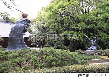 出雲大社、大国主大神と幸魂奇魂の像(ムスビの御神像) 6286471