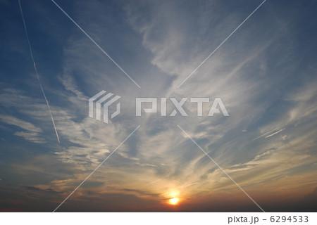 写真素材: 沸き立つ夕暮れ(中央)