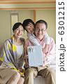 おじいちゃん 少年 孫の写真 6301215