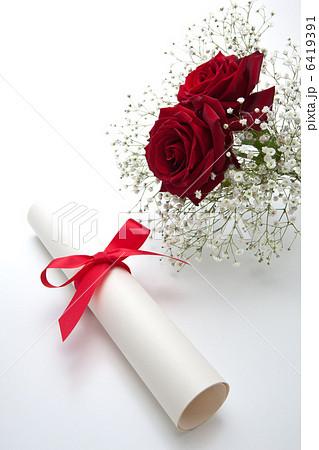 卒業証書と花束 6419391