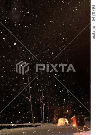 夜空に降る雪 6470793
