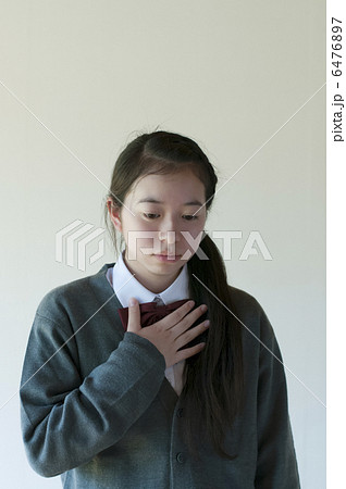胸が苦しい中学生 6476897