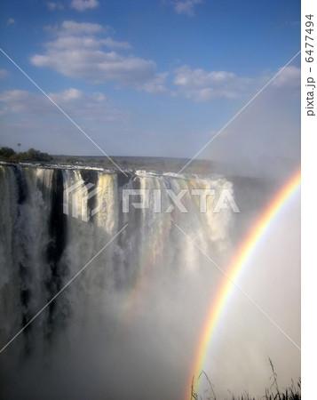 ビクトリアの滝と虹 6477494