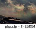 山頂ベンチと彩雲 6480536