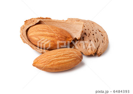 almonds and a cracked walnutの写真素材 [6484393] - PIXTA