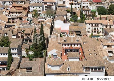 アルハンブラ宮殿から見たグラナダのアルバイシン地区の街並み 6554647