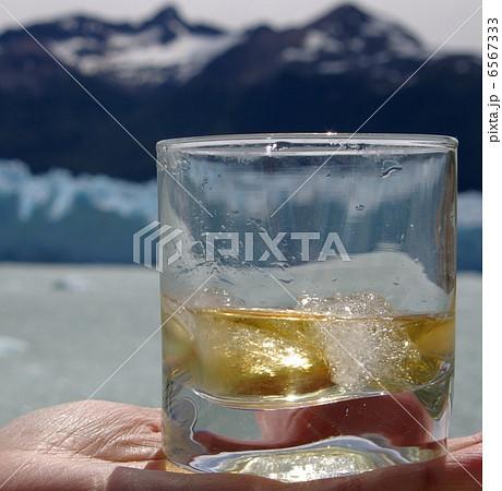 ペリトモレノ氷河の氷でオンザロック 6567333