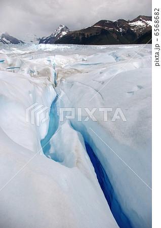 ペリトモレノ氷河のクレバス 6568682