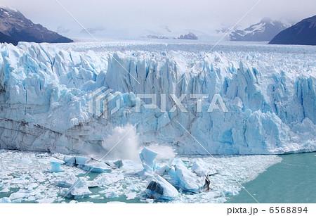 ペリト・モレノ氷河の崩落 6568894