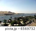 アブ・シンベルの街(アスワン)を流れるナイル川 6569732