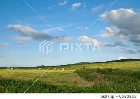 幌延町の牧草地の写真素材 [6580855] - PIXTA