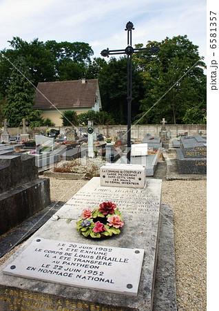 クプブレ村のルイ・ブライユの墓 6581357