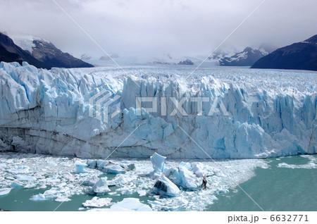 ペリト・モレノ氷河の崩落 6632771