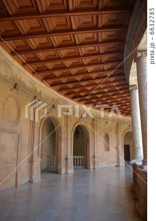 アルハンブラ宮殿のカルロス5世宮殿 6632785