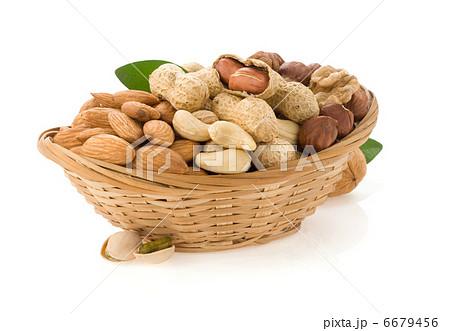 set of nuts on whiteの写真素材 [6679456] - PIXTA