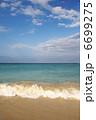 砂浜と青い海と白い雲、ハワイ、オアフ島、カイルアビーチ、縦位置-1 6699275