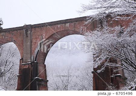冬の碓氷峠めがね橋 6705496
