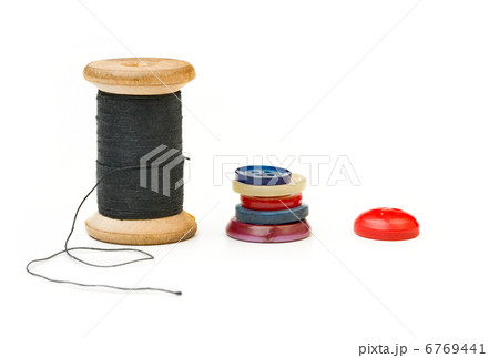Thread bobbin and buttons isolated on white backgroundの写真素材 [6769441] - PIXTA
