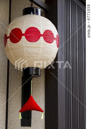 京都上七軒のお茶屋の提灯 6771058