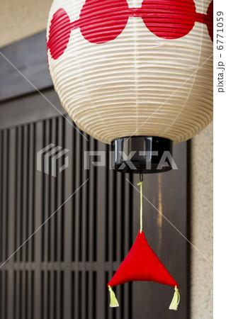 京都上七軒のお茶屋の提灯 6771059