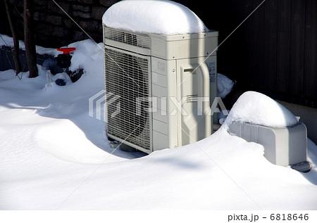 エアコン室外機 雪とエアコン室外機 6818646