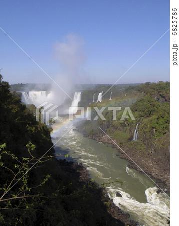イグアスの滝 6825786