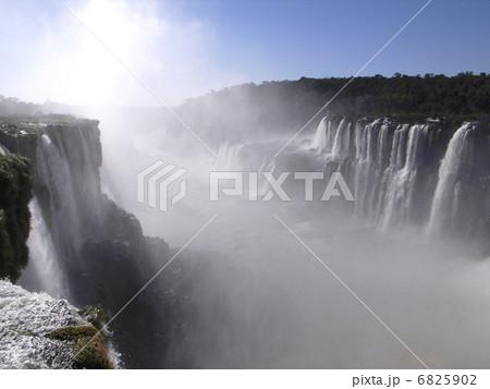 イグアスの滝 6825902
