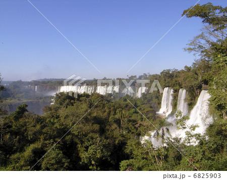 イグアスの滝 6825903