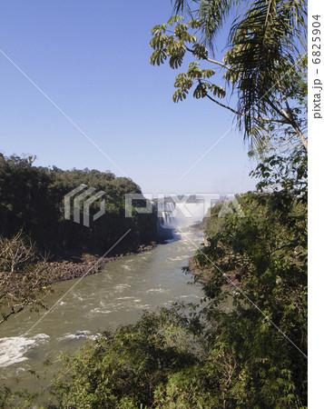 イグアスの滝 6825904