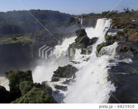 イグアスの滝 6825910