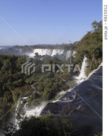 イグアスの滝 6825912