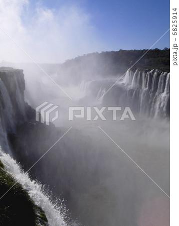 イグアスの滝 6825914
