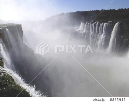 イグアスの滝 6825915