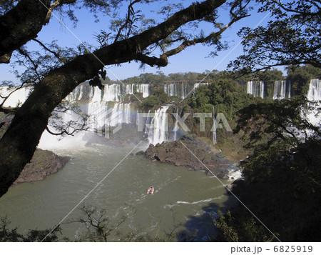 イグアスの滝 6825919