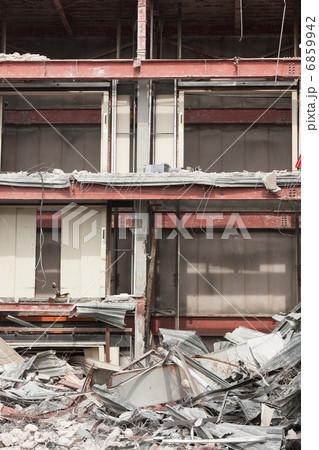ビルの解体工事 6859942