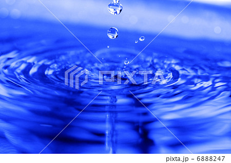 drop of water 6888247