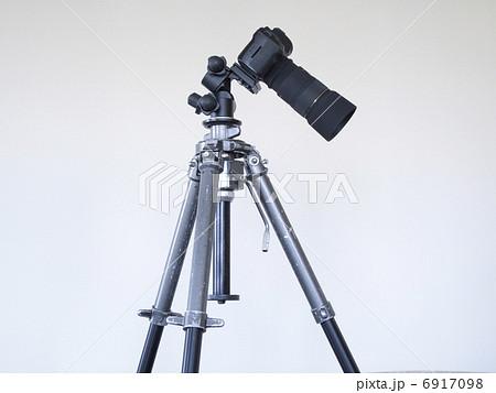 三脚に付けた一眼レフカメラ