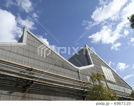 のこぎり屋根の工場の採光窓 6967110