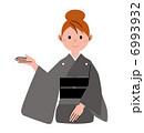 女性 案内 着物のイラスト 6993932