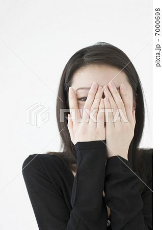 写真素材: 手で顔を覆う女性