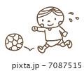 サッカーをする男の子 7087515