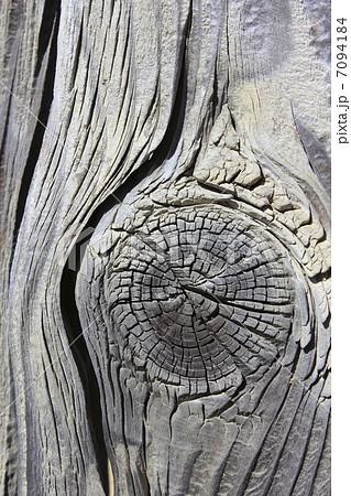 木の板の節目 7094184